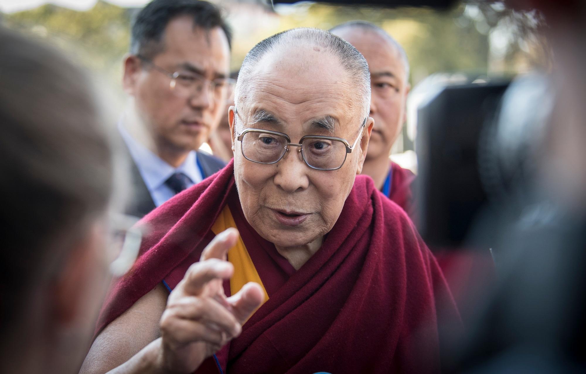 Dalái lama pide disculpas tras comentario ofensivo sobre mujeres